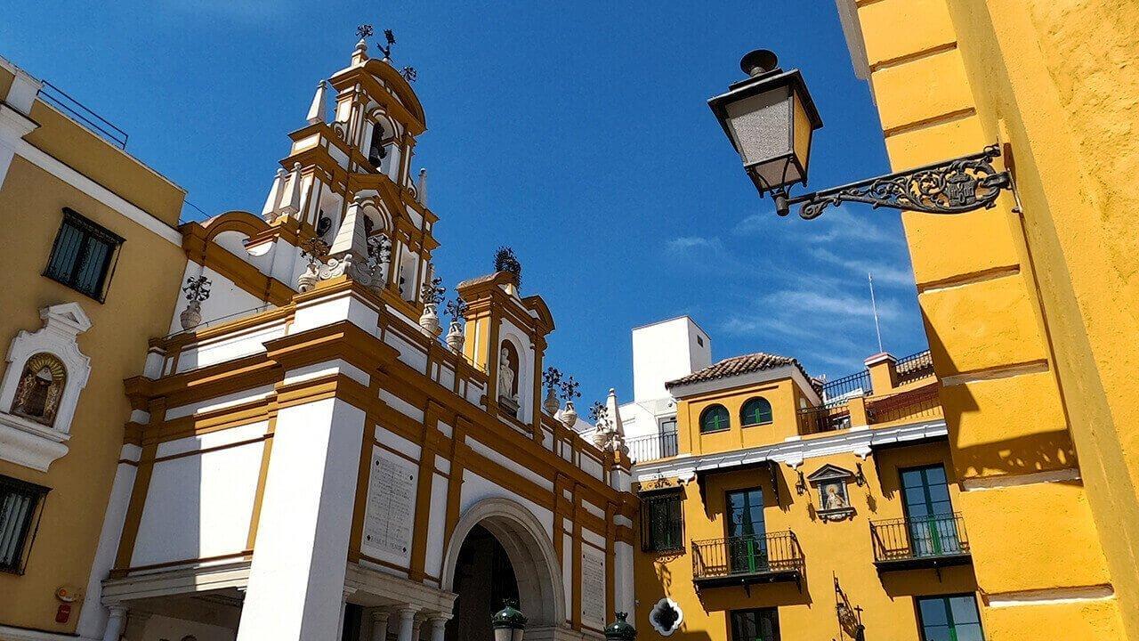 Basilica dall'arco della Macarena